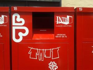 nueva imagen en los contenedores de recogida de ropa